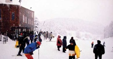 Skiing  in  Elatochori
