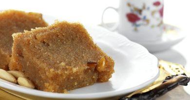 Halva-Semolina Pudding with Raisins and Nuts